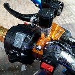 Hình ảnh: cùm tay thắng Brembo màu cam ráp cho nhiều loại xe
