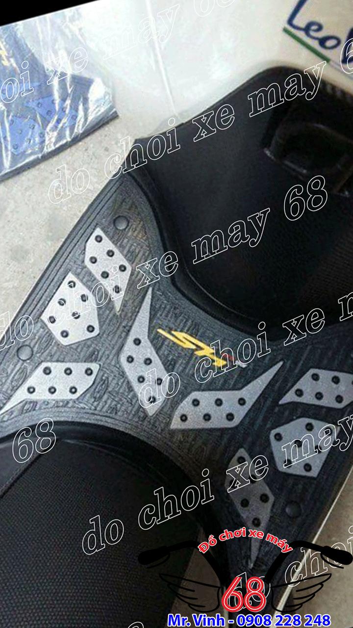 Hình ảnh: Thảm lót chân màu trắng lắp trên xe SH 2017 giá rẻ tại shop 68 TPHCM