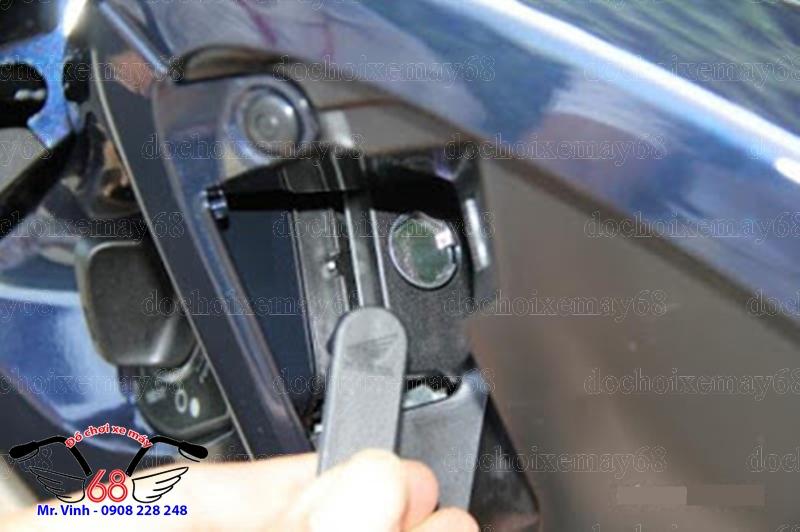 Hình ảnh: Cách mở khóa yên khẩn cấp khi mất cái remote zin của xe xài Khóa thông minh