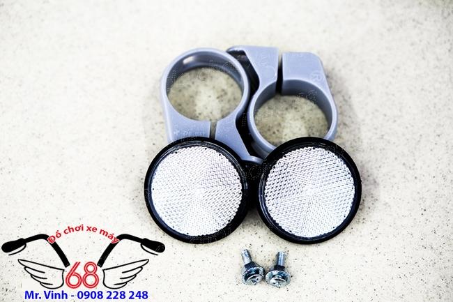 Hình ảnh: Bộ đèn mắt mèo, đèn phản quang màu trắng lắp phuộc trước SH 300 và SH 2017 giá rẻ tại shop 68 TPHCM Q1