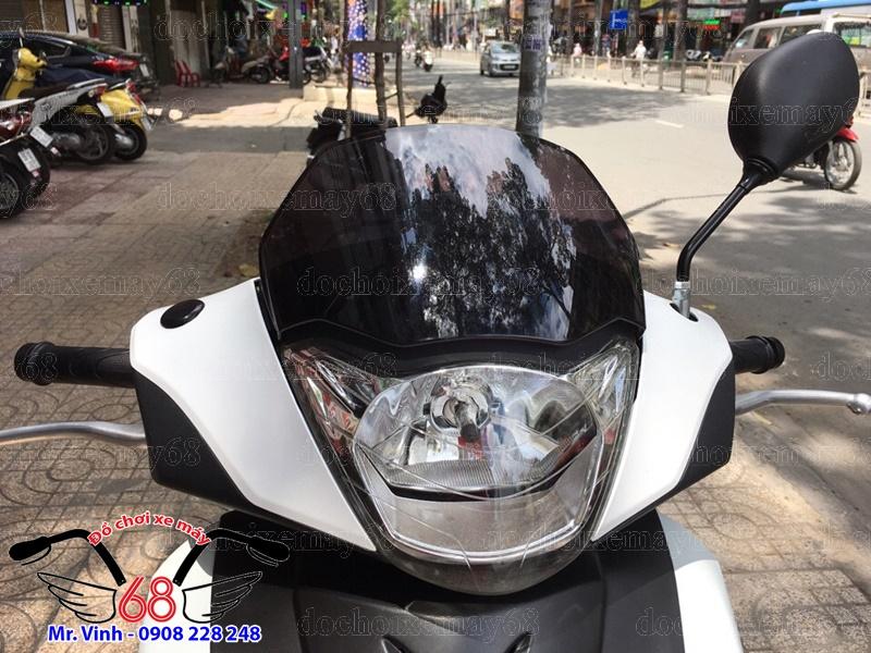 Hình ảnh: Cận cảnh đầu đèn, kính chắn gió Dàn áo giá rẻ tại shop 68 TPHCM Q1