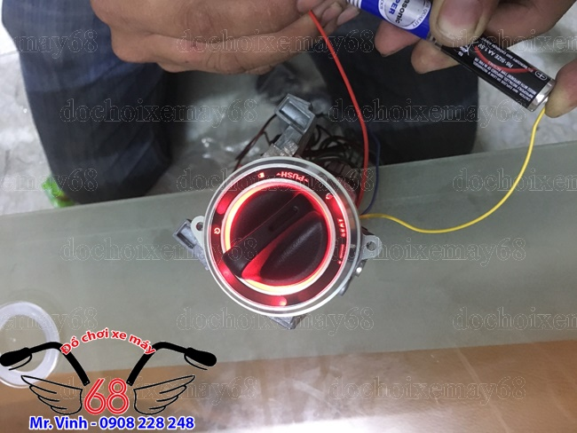 Hình ảnh: Nắp ổ khóa smartkey vỏ bạc Led màu đỏ dành cho Exciter và SH ý giá rẻ tại shop 68 TPHCM Q1