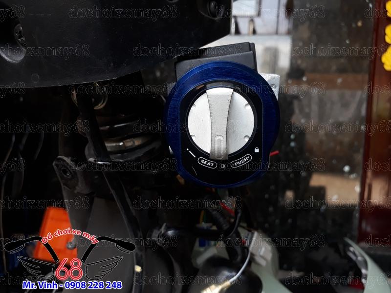 Hình ảnh: Nắp khóa Smartkey độ cho xe Winner màu xanh dương không cần cắt chế nhựa vẫn ôm khít như ổ zin trên xe.