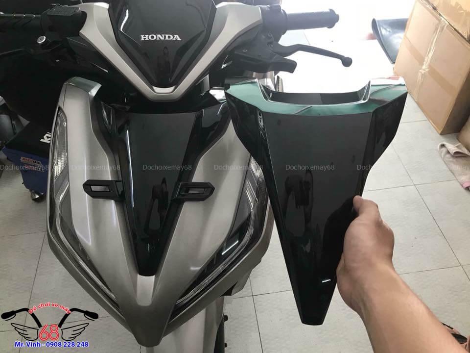 Lắp mặt nạ nhỏ không có pát biển số lên xe Vario 2018 tại Shop Đồ chơi xe máy 68 TpHCM Q1